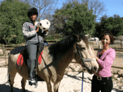 horses can help children who need therapy